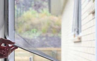 Как поставить сетки на пластиковые окна