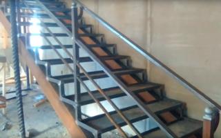 Наружная лестница изготавливается из разных материалов