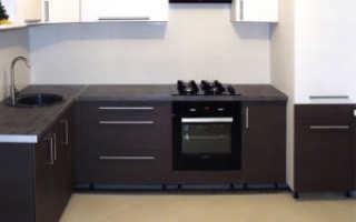 Как прикрутить ножки к кухонному шкафу?