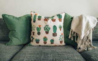 Как вывести пятна с обивки дивана?