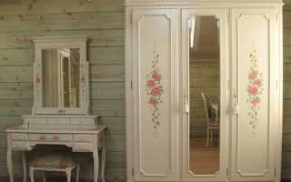 Как можно украсить старый шкаф?